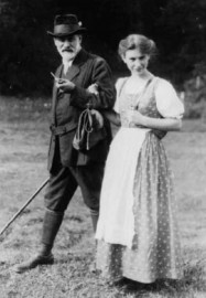 How to pronounce Anna Freud - Sigmund and Anna Freud