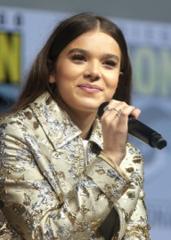 How to pronounce Hailee Steinfeld - Photo by Gage Skidmore