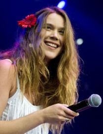 How to pronounce Joss Stone - Photo by Benoît Derrier