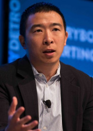 How to pronounce Andrew Yang - Photo by Asa Mathat for Techonomy