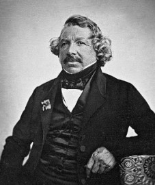 How to pronounce Louis Daguerre