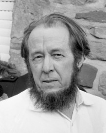How to pronounce Aleksandr Solženicyn (Aleksandr Solzhenitsyn) - Photo by Verhoeff, Bert / Anefo