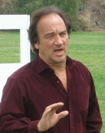 How to pronounce James Belushi - Photo by Kevin Tostado