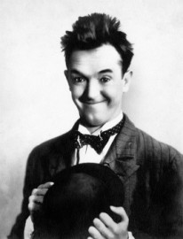 How to pronounce Stan Laurel
