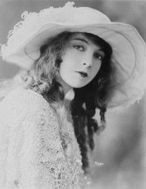 How to pronounce Lillian Gish
