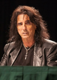 How to pronounce Alice Cooper - Photo by Terry Robinson